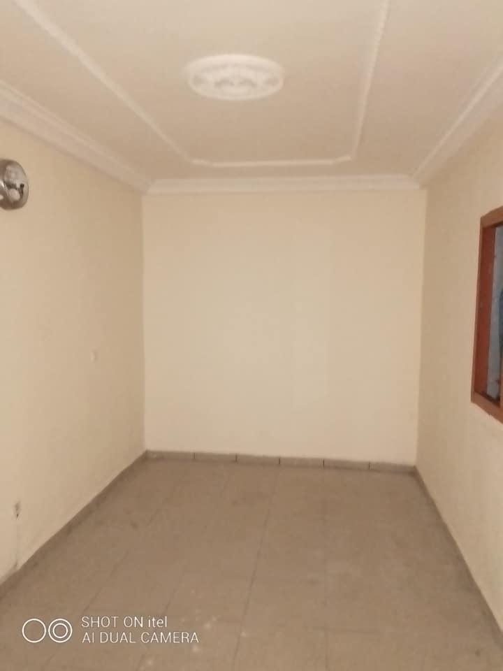 Apartment to rent - Douala, Makepe, Appartement entrée seul , makepe - 1 living room(s), 3 bedroom(s), 2 bathroom(s) - 170 000 FCFA / month