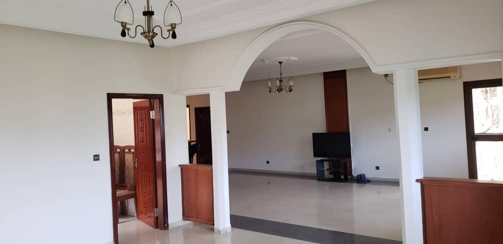 Apartment to rent - Yaoundé, Bastos, Bastos - 2 living room(s), 3 bedroom(s), 3 bathroom(s) - 1 300 000 FCFA / month