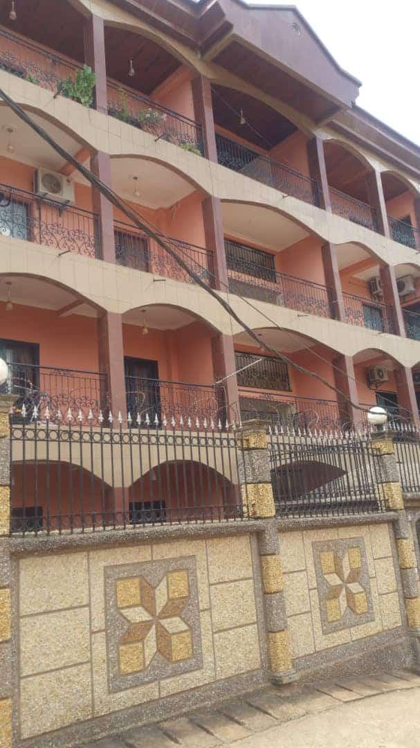Apartment to rent - Yaoundé, Bastos, Bastos - 1 living room(s), 3 bedroom(s), 4 bathroom(s) - 550 000 FCFA / month