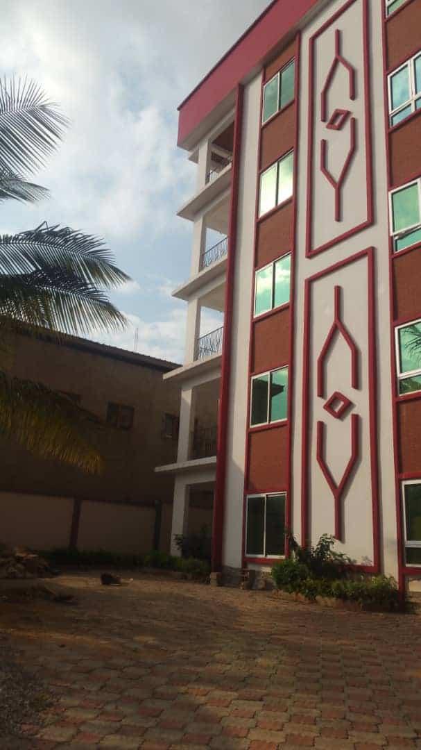 Apartment to rent - Yaoundé, Bastos, Bastos - 1 living room(s), 2 bedroom(s), 3 bathroom(s) - 500 000 FCFA / month
