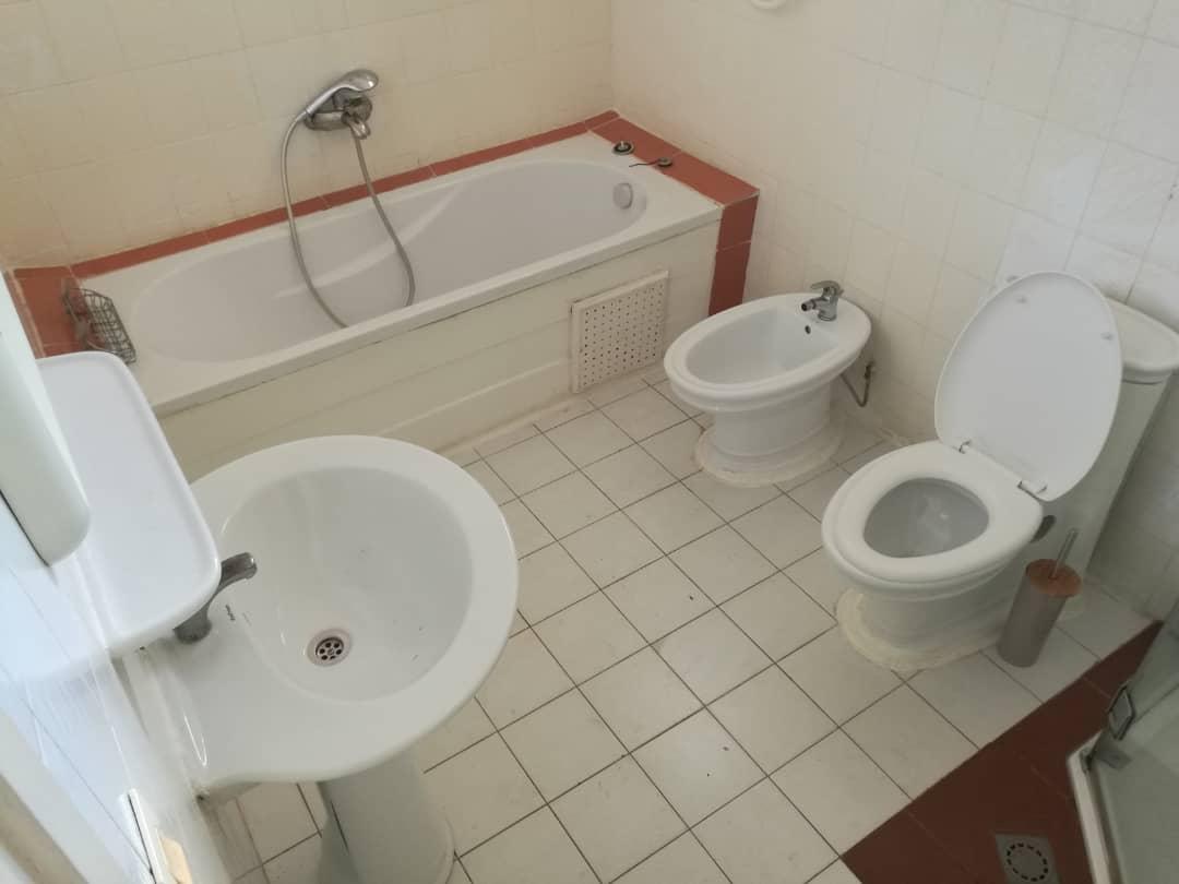 House (Villa) to rent - Yaoundé, Bastos, Bastos - 3 living room(s), 5 bedroom(s), 5 bathroom(s) - 2 500 000 FCFA / month