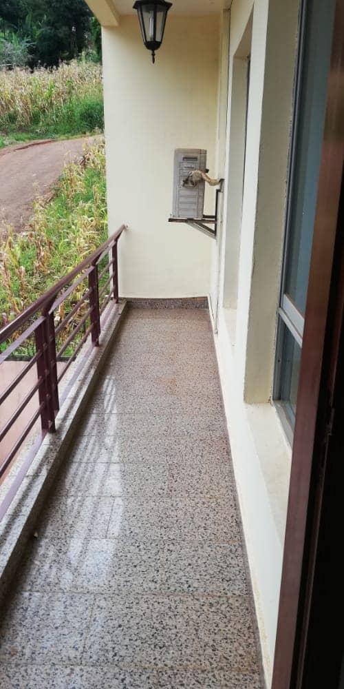 Apartment to rent - Yaoundé, Bastos, Golf - 1 living room(s), 3 bedroom(s), 3 bathroom(s) - 400 000 FCFA / month