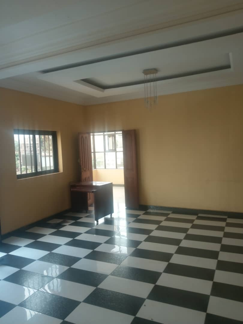Apartment to rent - Yaoundé, Bastos, Dragage - 1 living room(s), 3 bedroom(s), 3 bathroom(s) - 400 000 FCFA / month