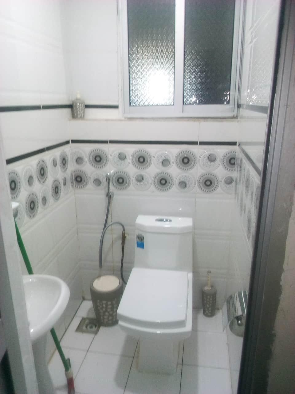 Apartment to rent - Yaoundé, Bastos, pas loin de meumi - 1 living room(s), 2 bedroom(s), 2 bathroom(s) - 800 000 FCFA / month