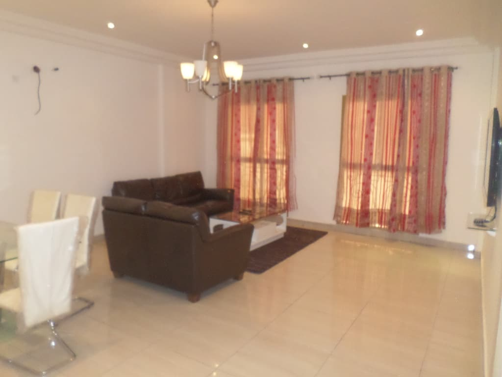 Apartment to rent - Yaoundé, Bastos, dragage - 1 living room(s), 2 bedroom(s), 3 bathroom(s) - 800 000 FCFA / month