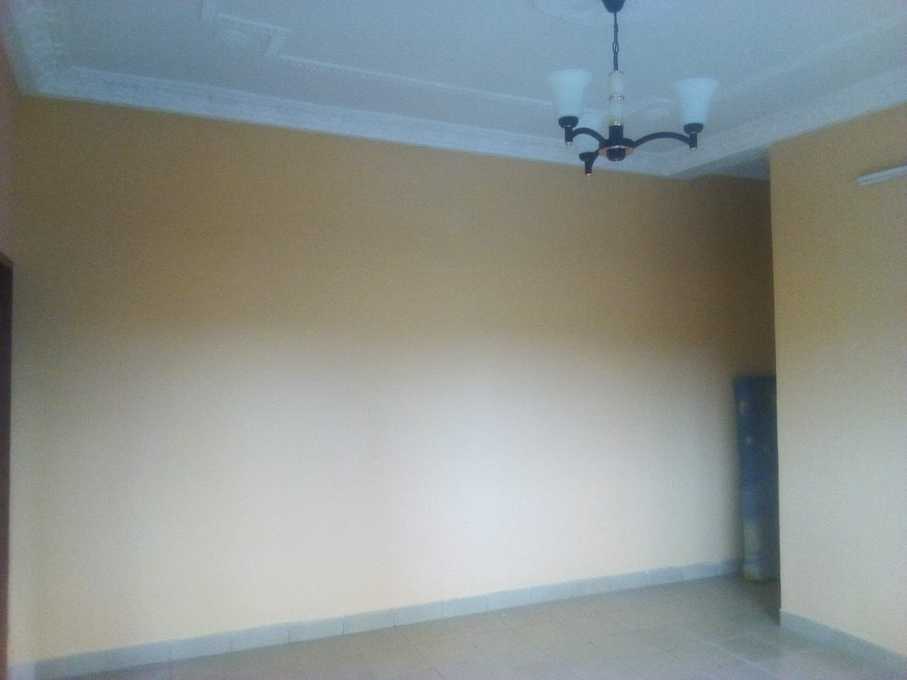 Apartment to rent - Yaoundé, Emana, pas loin du pont - 1 living room(s), 1 bedroom(s), 1 bathroom(s) - 100 000 FCFA / month