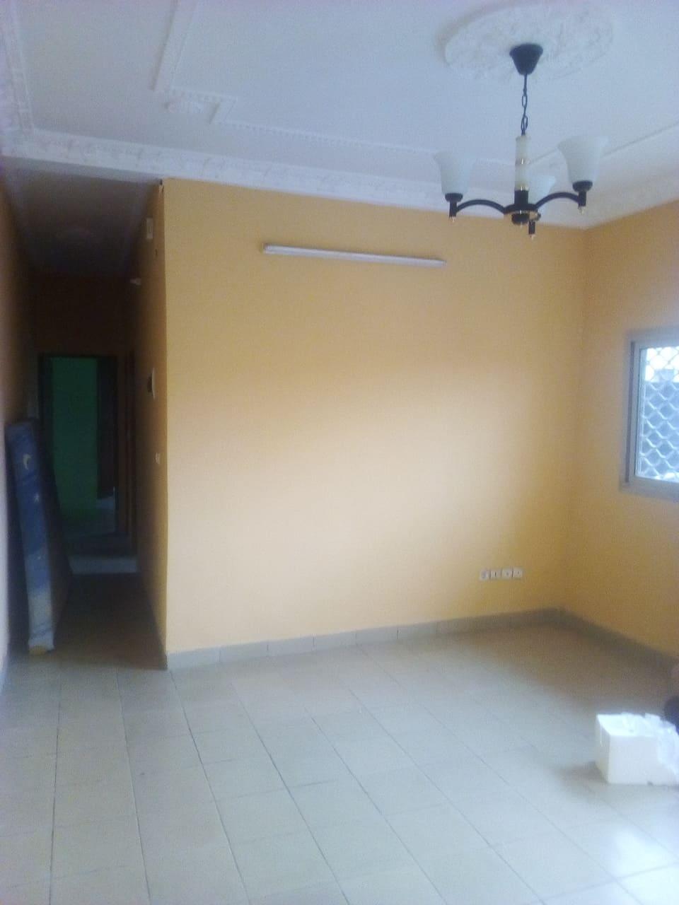 Apartment to rent - Yaoundé, Emana, pas loin du pont - 1 living room(s), 1 bedroom(s), 1 bathroom(s) - 100 000 FCFA / month