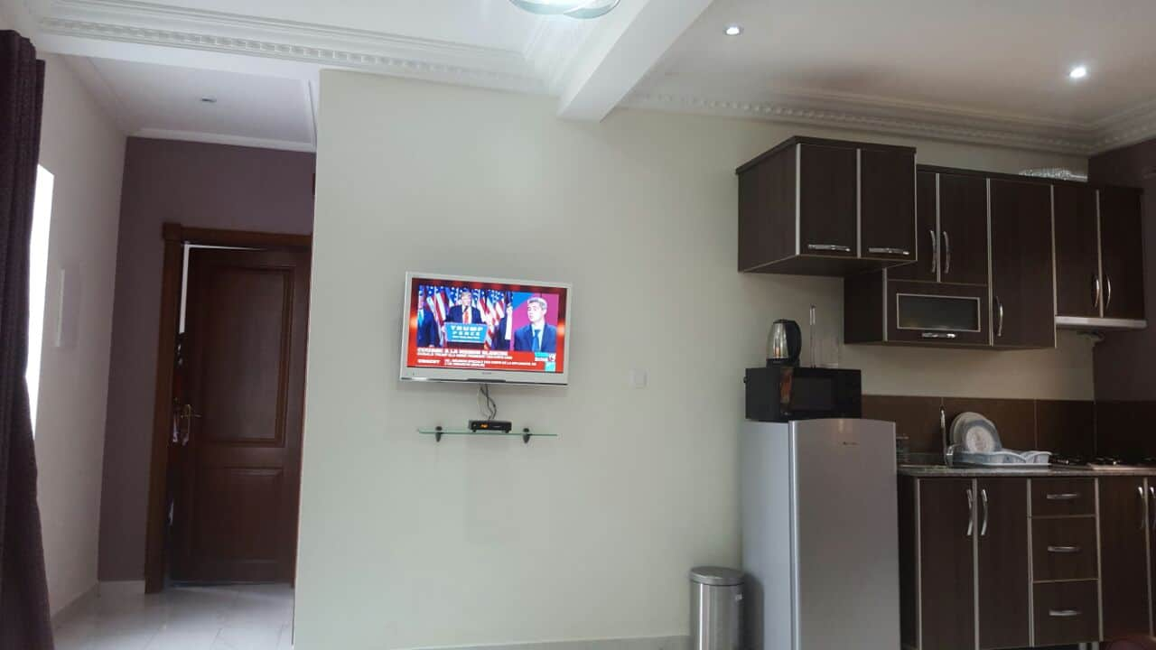 Apartment to rent - Yaoundé, Bastos, dragage - 1 living room(s), 2 bedroom(s), 2 bathroom(s) - 1 200 000 FCFA / month