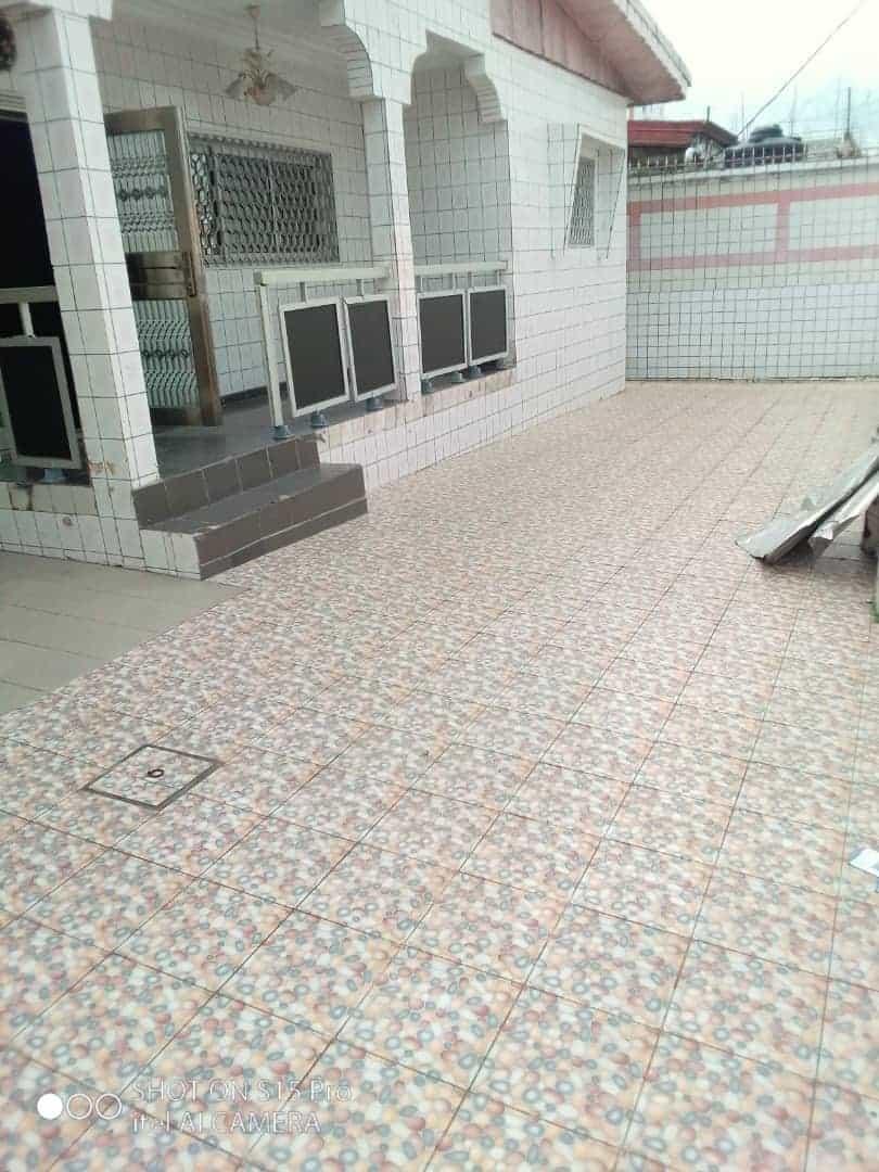 Maison (Villa) à vendre - Douala, Logpom, Ver Andem - 1 salon(s), 4 chambre(s), 3 salle(s) de bains - 60 000 000 FCFA