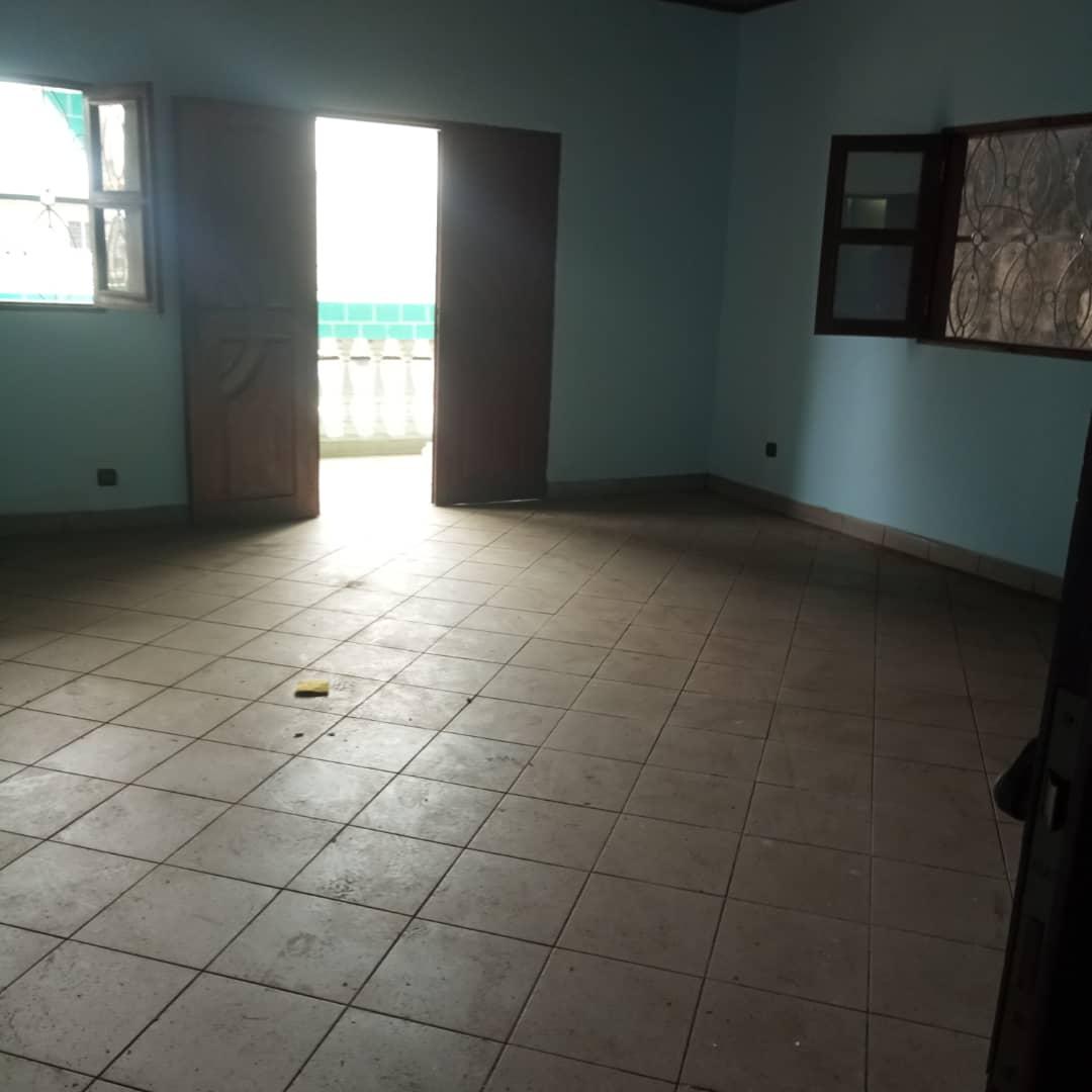 House (Duplex) to rent - Douala, Bonamoussadi, Ver   cheVal     blanc - 2 living room(s), 4 bedroom(s), 4 bathroom(s) - 400 000 FCFA / month