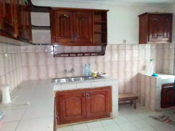 House (Duplex) to rent - Douala, Makepe, Ver st Tropez - 3 living room(s), 5 bedroom(s), 5 bathroom(s) - 400 000 FCFA / month