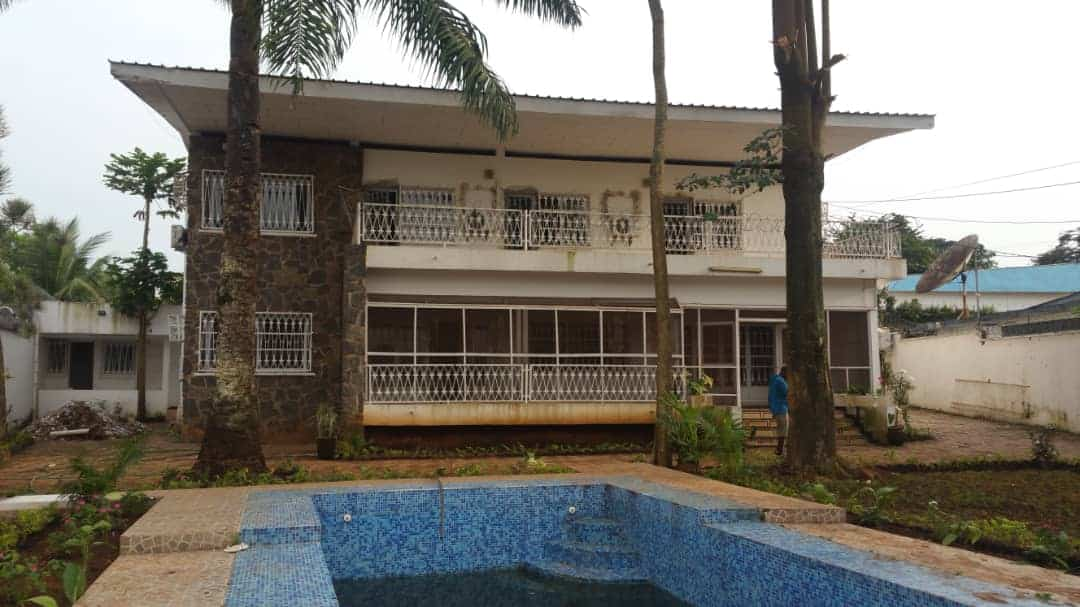 House (Duplex) to rent - Yaoundé, Bastos, Ambassade israël - 2 living room(s), 4 bedroom(s), 4 bathroom(s) - 2 500 000 FCFA / month