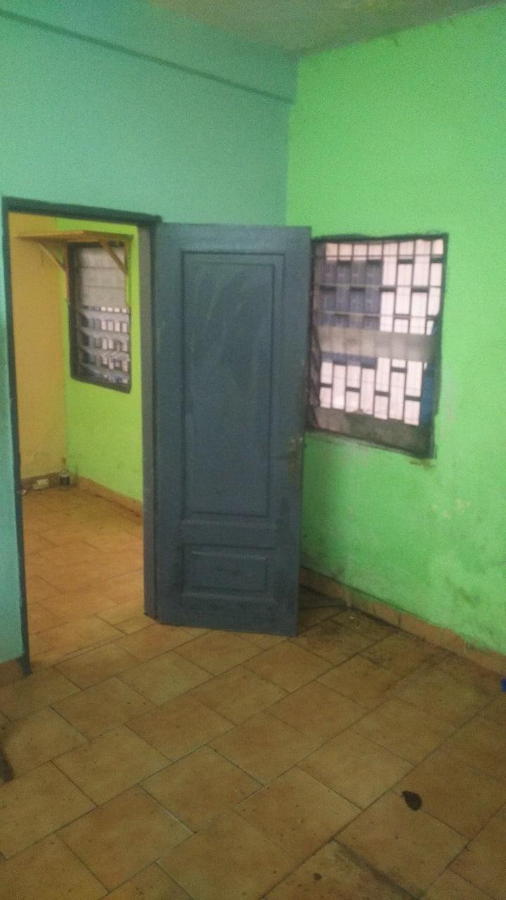 Apartment to rent - Douala, Cité SIC, Anga Raphaël, Face Saint Thomas D'Aquin - 1 living room(s), 1 bedroom(s), 1 bathroom(s) - 40 000 FCFA / month
