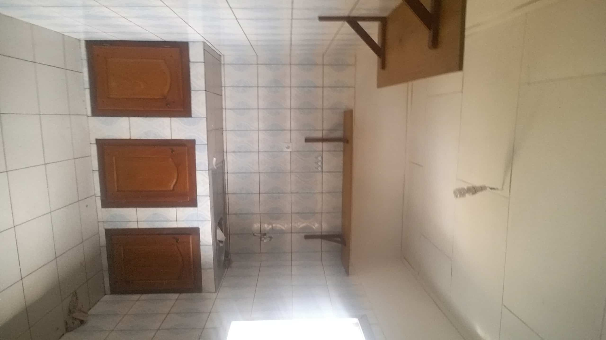 Apartment to rent - Yaoundé, Mfandena, Titigarage - 1 living room(s), 3 bedroom(s), 2 bathroom(s) - 180 000 FCFA / month
