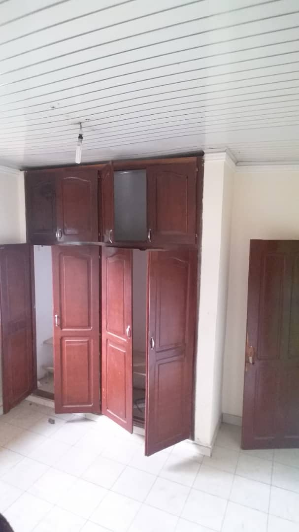 Apartment to rent - Yaoundé, Mfandena, Titigarage - 1 living room(s), 2 bedroom(s), 2 bathroom(s) - 150 000 FCFA / month