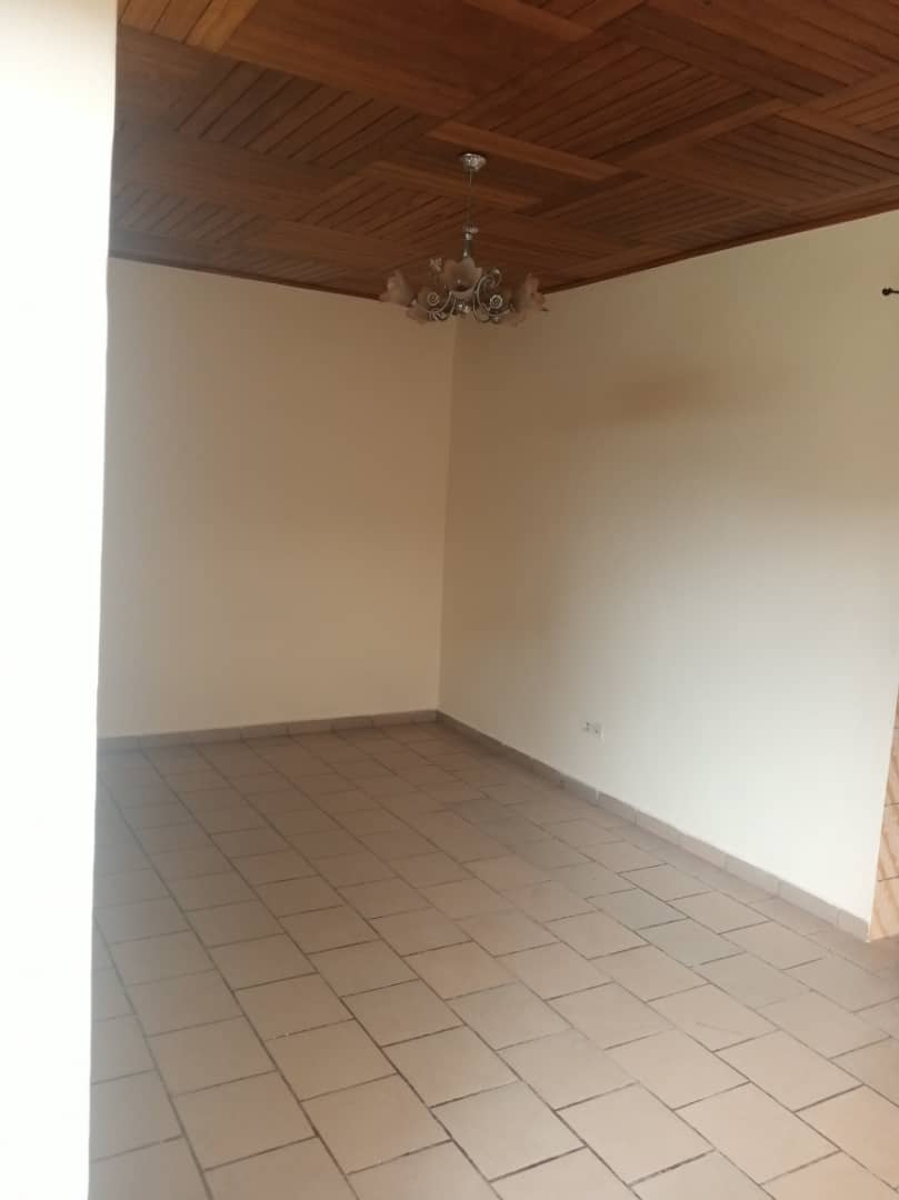 Apartment to rent - Douala, Logbessou I, Après la station nickel oil - 1 living room(s), 2 bedroom(s), 2 bathroom(s) - 85 000 FCFA / month
