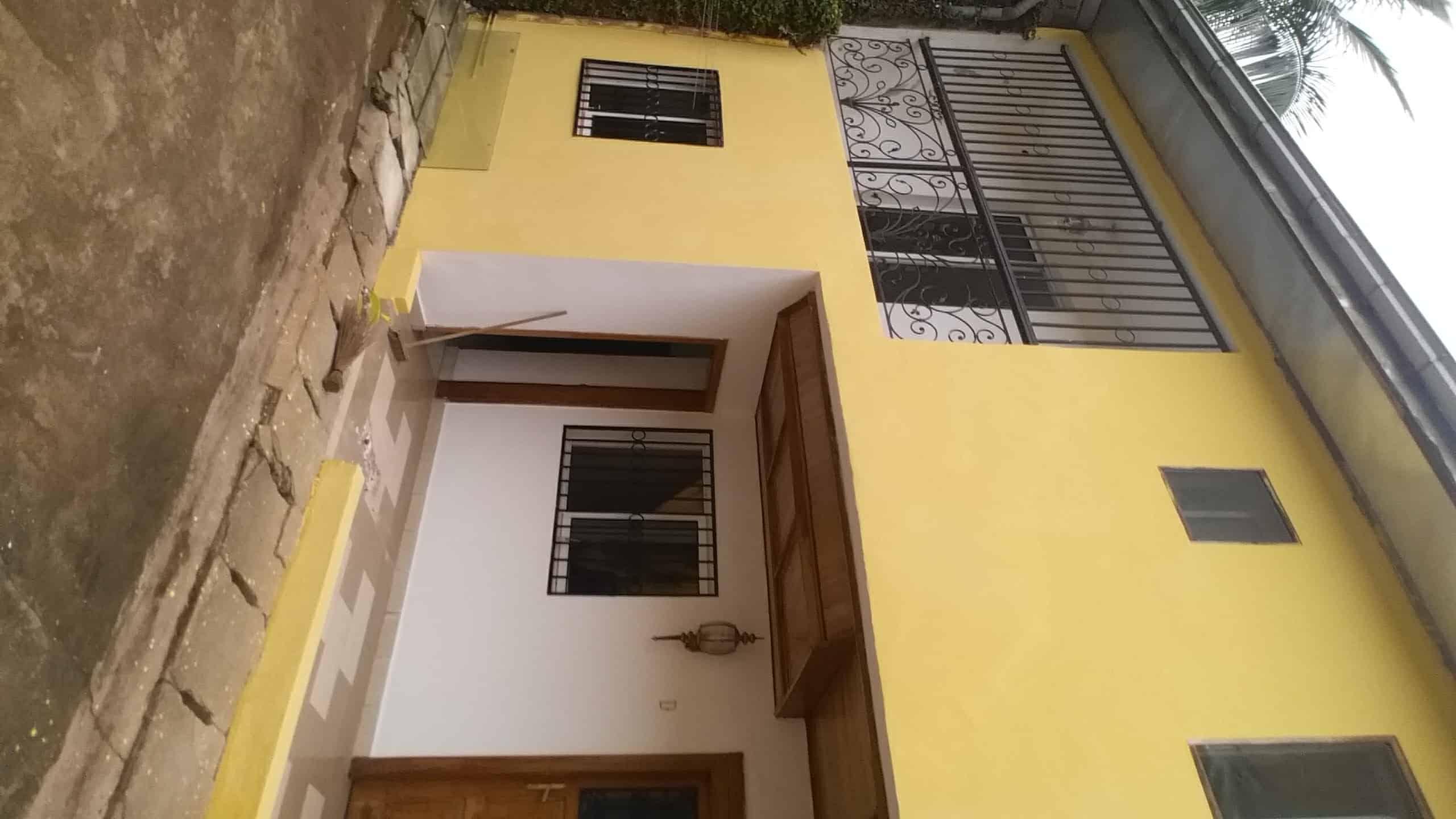 Apartment to rent - Yaoundé, Bastos, Golf - 2 living room(s), 3 bedroom(s), 3 bathroom(s) - 350 000 FCFA / month