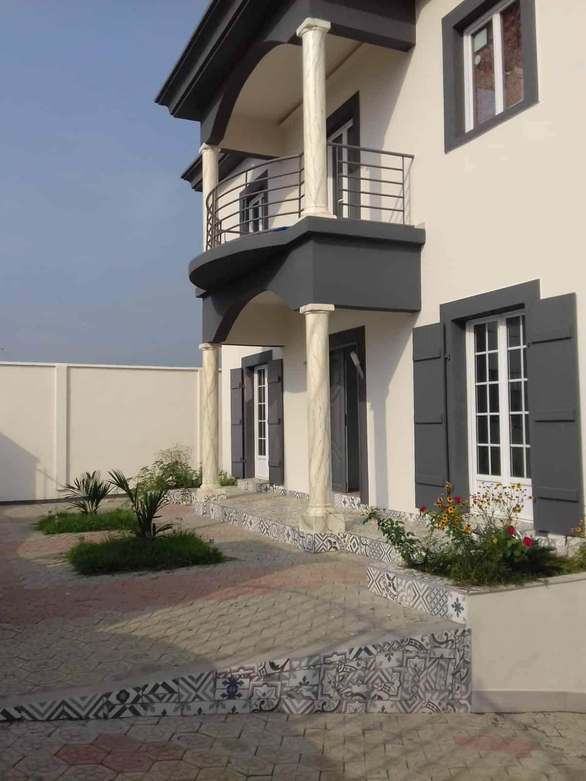 Maison (Duplex) à vendre - Douala, Yassa, Ver pariso - 2 salon(s), 4 chambre(s), 4 salle(s) de bains - 150 000 000 FCFA
