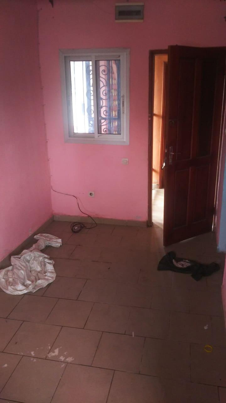 Chambre à louer - Douala, Cité SIC, Ange Raphaël - 40 000 FCFA / mois