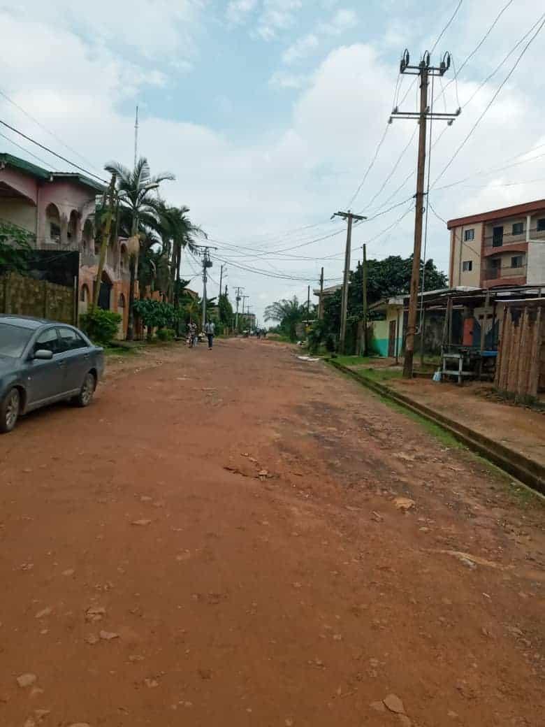 Terrain à vendre - Douala, Logbessou I, Ver 5ème avenue - 575 m2 - 46 000 000 FCFA