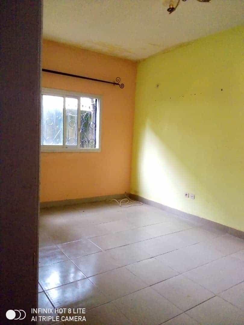 Apartment to rent - Douala, Logbessou II, Ver carrefour logbessou - 1 living room(s), 1 bedroom(s), 1 bathroom(s) - 65 000 FCFA / month
