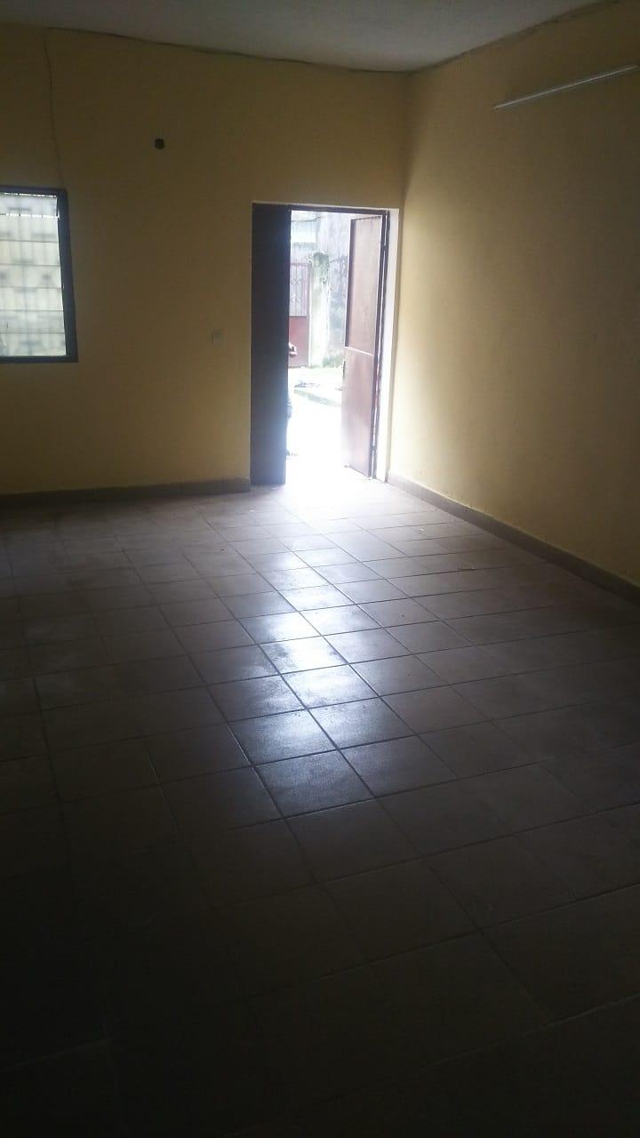 Apartment to rent - Douala, Bepanda, YoYong Face école populaire Bilingue - 1 living room(s), 2 bedroom(s), 1 bathroom(s) - 80 000 FCFA / month