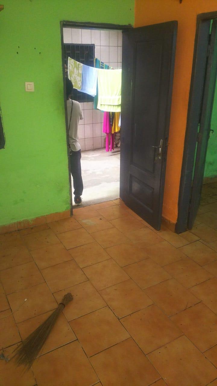 Apartment to rent - Douala, Cité SIC, Ange Raphaël - 1 living room(s), 1 bedroom(s), 1 bathroom(s) - 40 000 FCFA / month