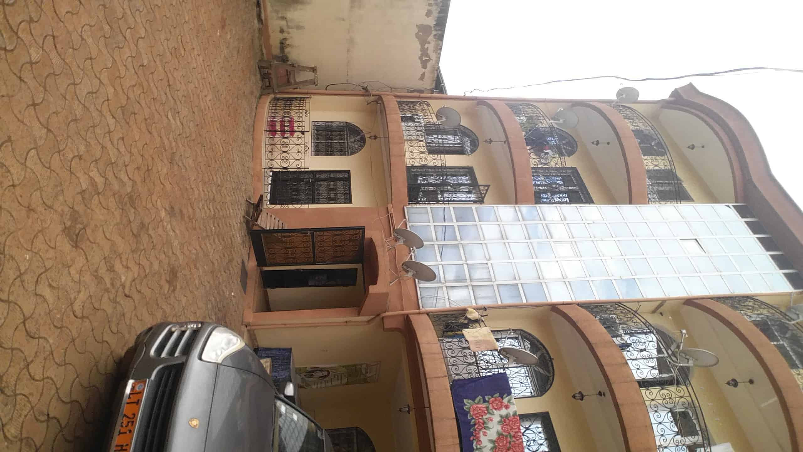 Apartment to rent - Yaoundé, Mfandena, Omnisport - 1 living room(s), 2 bedroom(s), 3 bathroom(s) - 200 000 FCFA / month