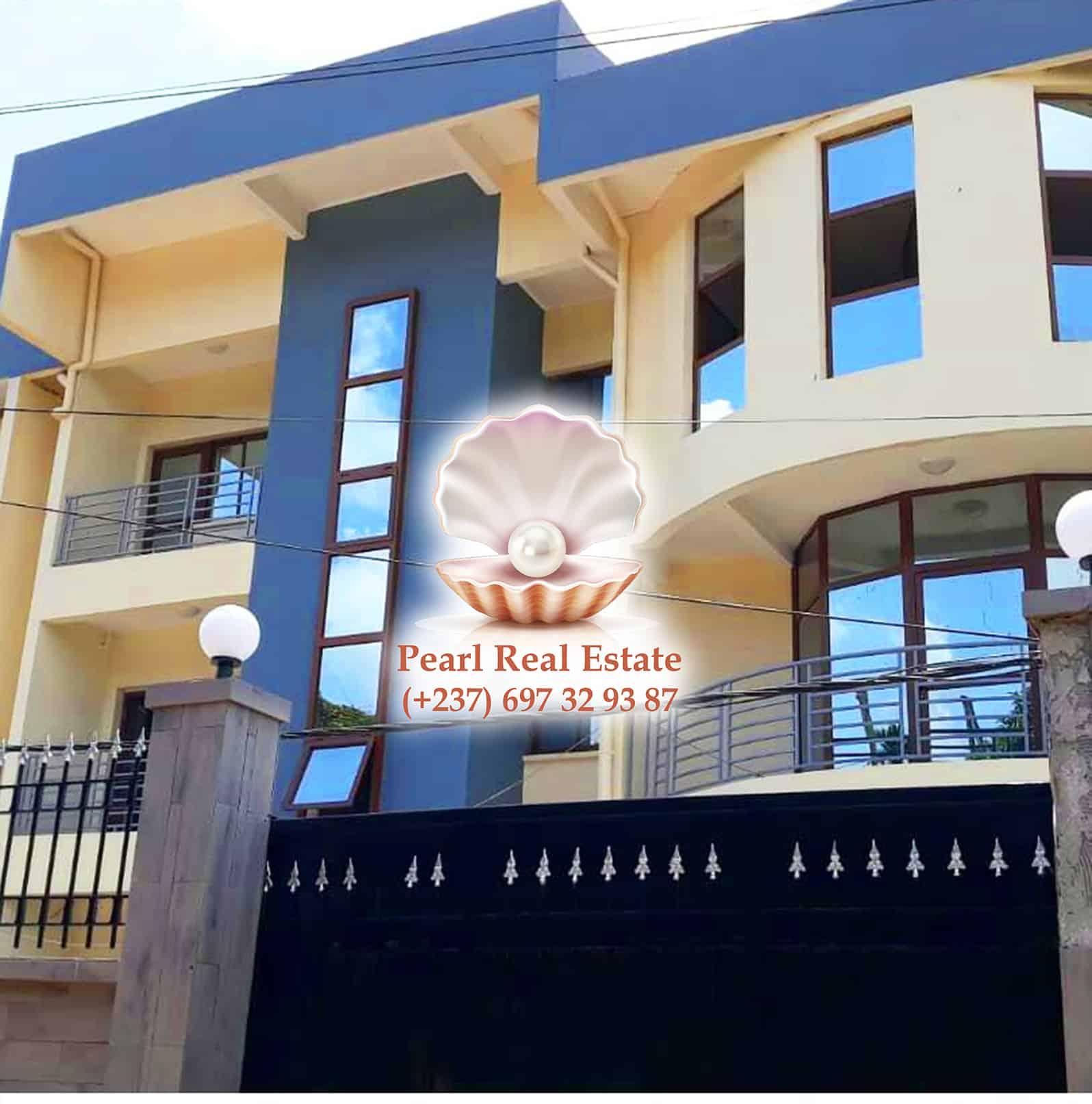 Apartment to rent - Yaoundé, Bastos, Quartier du Golf - 1 living room(s), 3 bedroom(s), 2 bathroom(s) - 2 000 000 FCFA / month