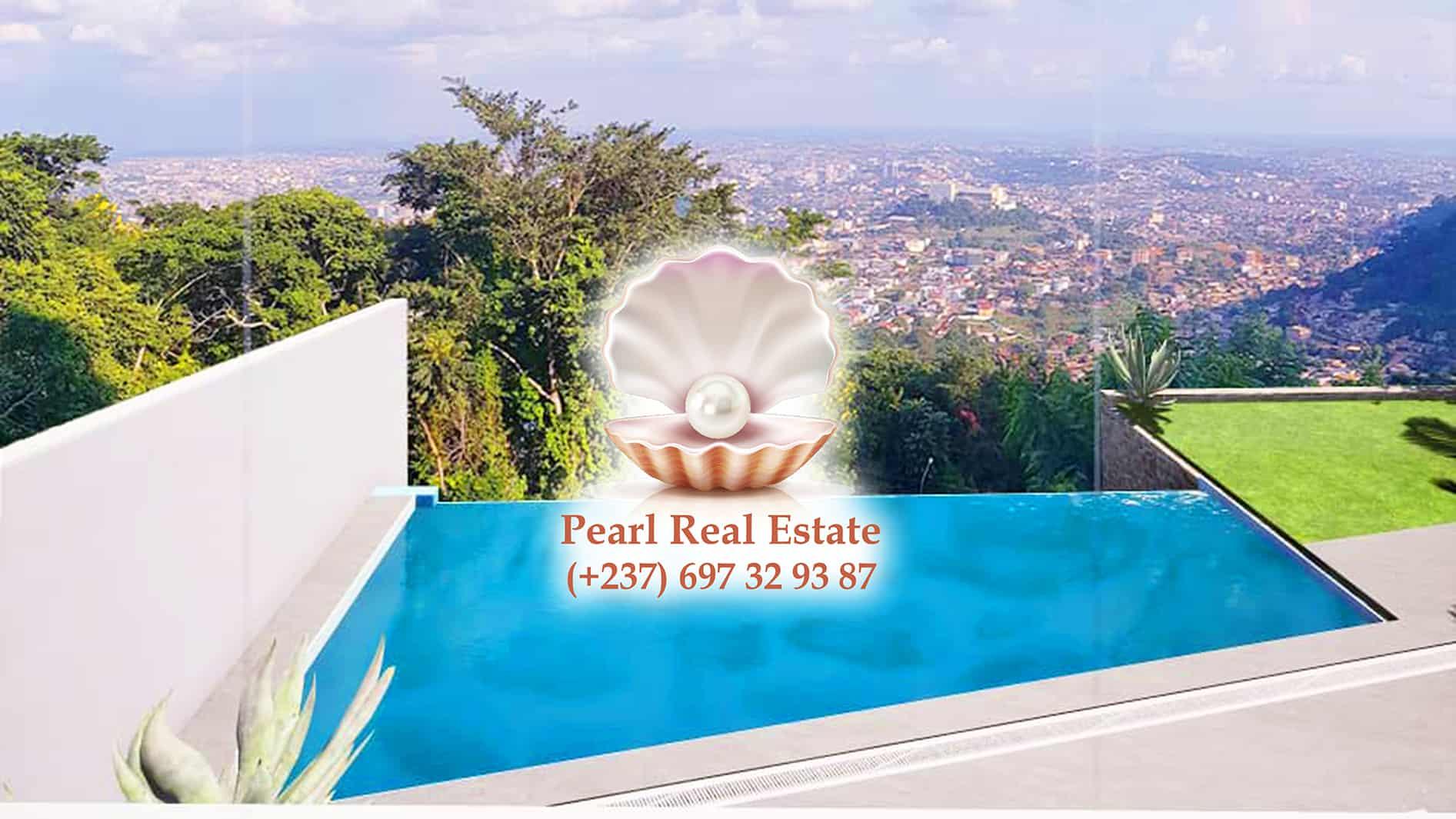 House (Duplex) to rent - Yaoundé, Bastos, Quartier du Golf - 1 living room(s), 4 bedroom(s), 4 bathroom(s) - 5 000 000 FCFA / month