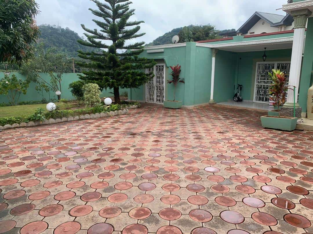 House (Villa) to rent - Yaoundé, Bastos, Golf - 2 living room(s), 4 bedroom(s), 4 bathroom(s) - 1 300 000 FCFA / month