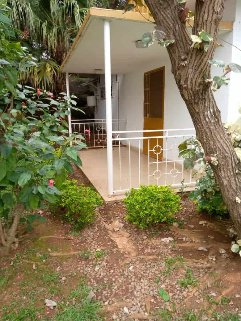 House (Villa) to rent - Yaoundé, Bastos, Bastos - 2 living room(s), 4 bedroom(s), 4 bathroom(s) - 1 500 000 FCFA / month