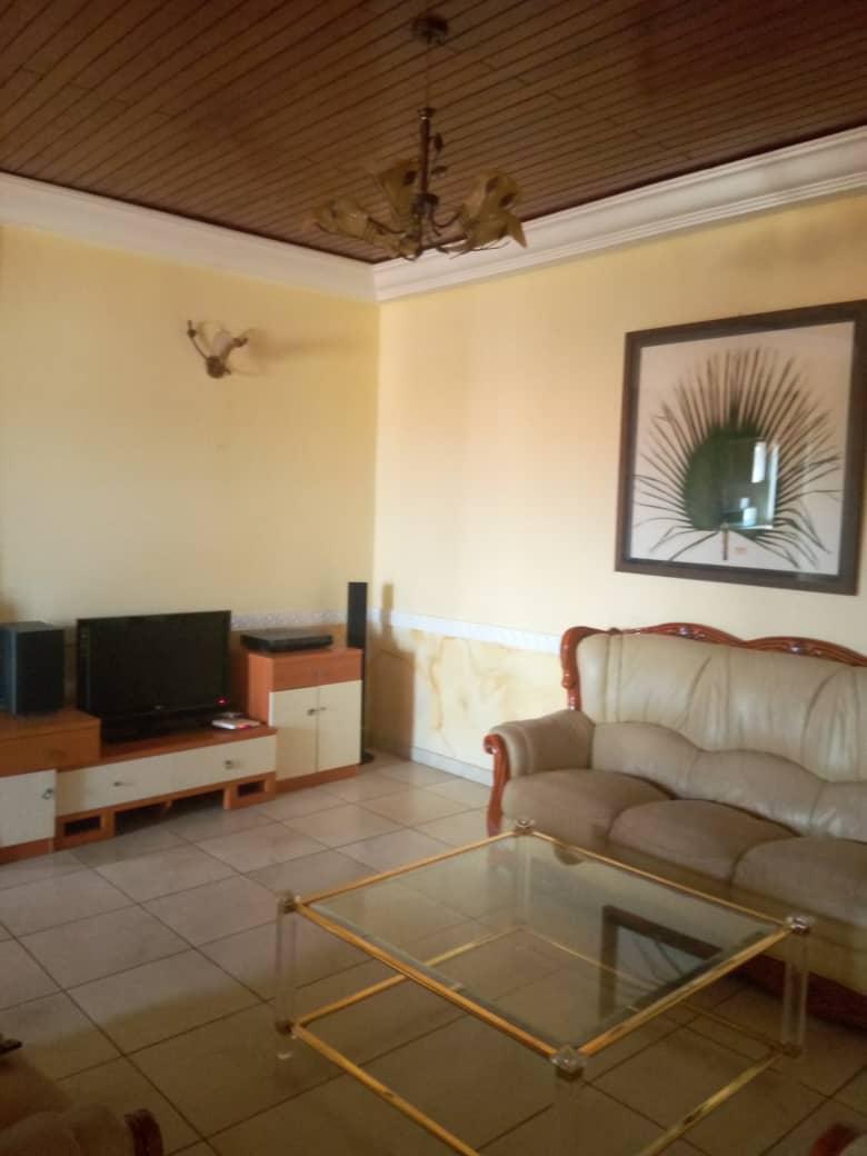 Apartment to rent - Yaoundé, Bastos, Golf - 1 living room(s), 1 bedroom(s), 2 bathroom(s) - 50 000 FCFA / month
