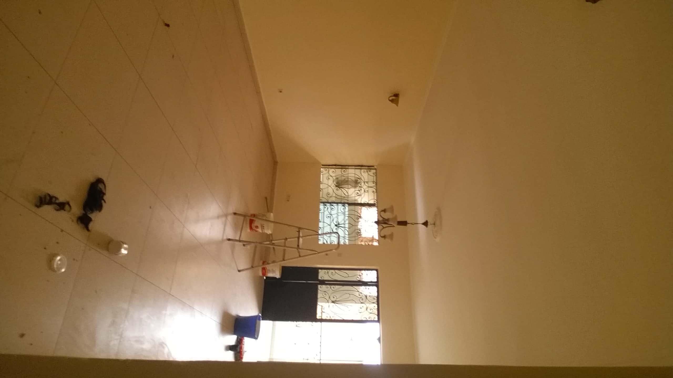 Apartment to rent - Yaoundé, Essos, Mosquée ancienne sonel - 1 living room(s), 3 bedroom(s), 2 bathroom(s) - 200 000 FCFA / month