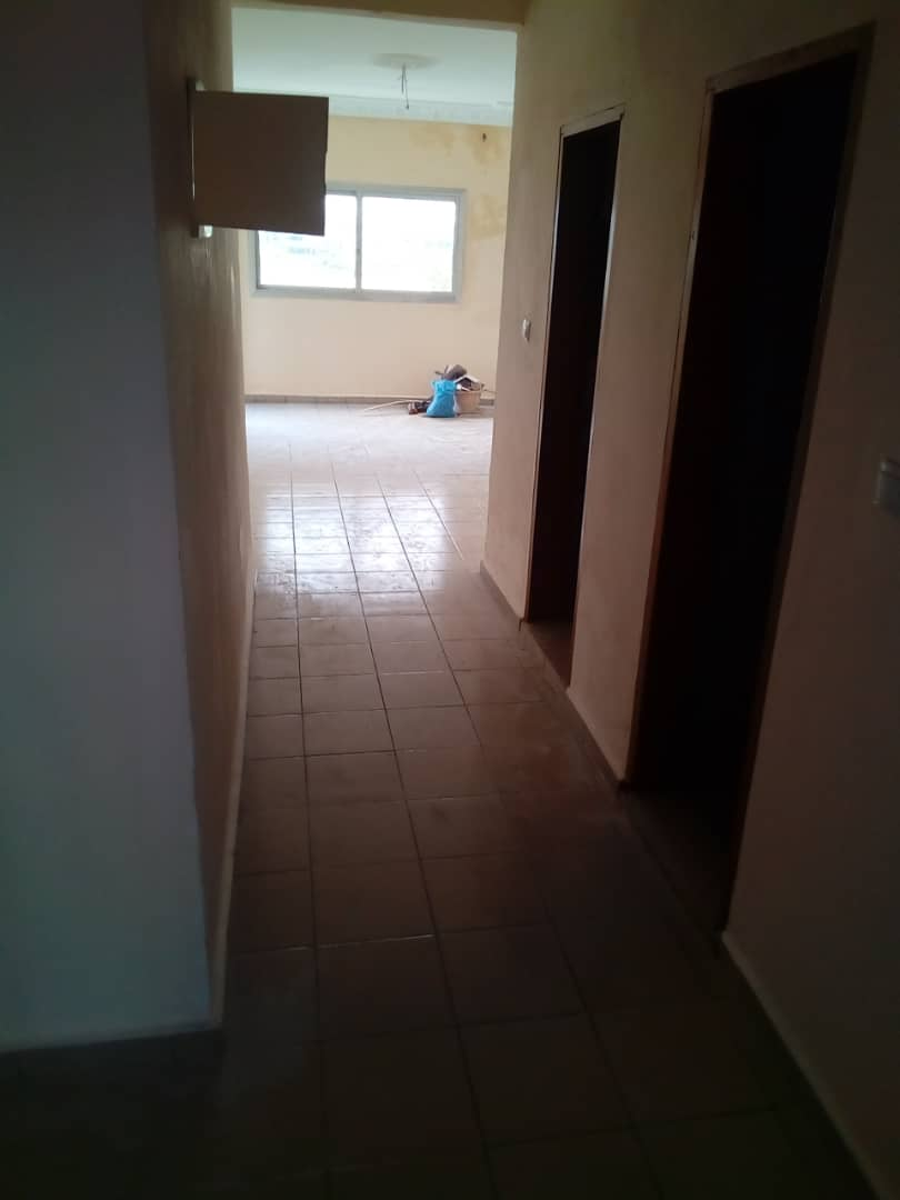 Apartment to rent - Douala, Makepe, Ver cour supreme - 1 living room(s), 3 bedroom(s), 3 bathroom(s) - 160 000 FCFA / month