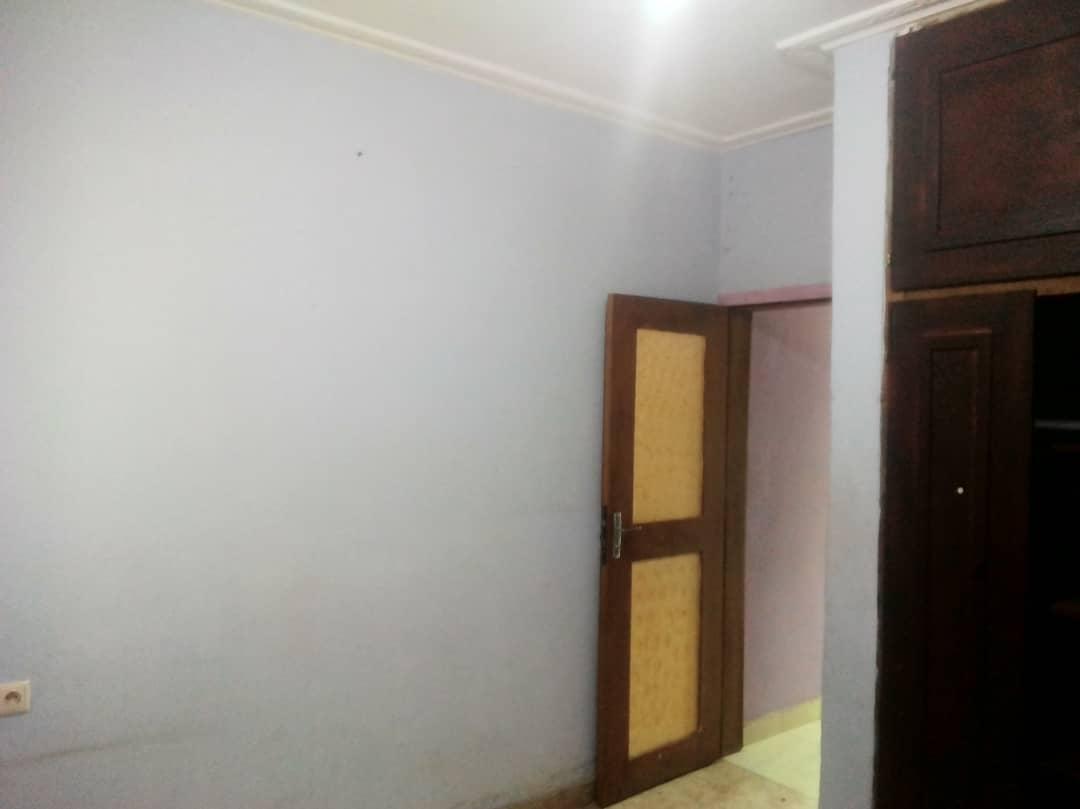 House (Wayside home) to rent - Yaoundé, Nsimeyong, montée jouvence - 1 living room(s), 1 bedroom(s), 1 bathroom(s) - 80 000 FCFA / month