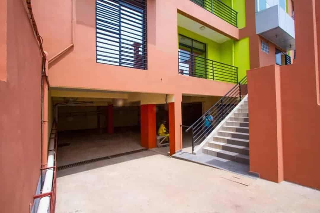 Apartment to rent - Yaoundé, Mfandena, Omnisport - 2 living room(s), 3 bedroom(s), 3 bathroom(s) - 70 000 FCFA / month