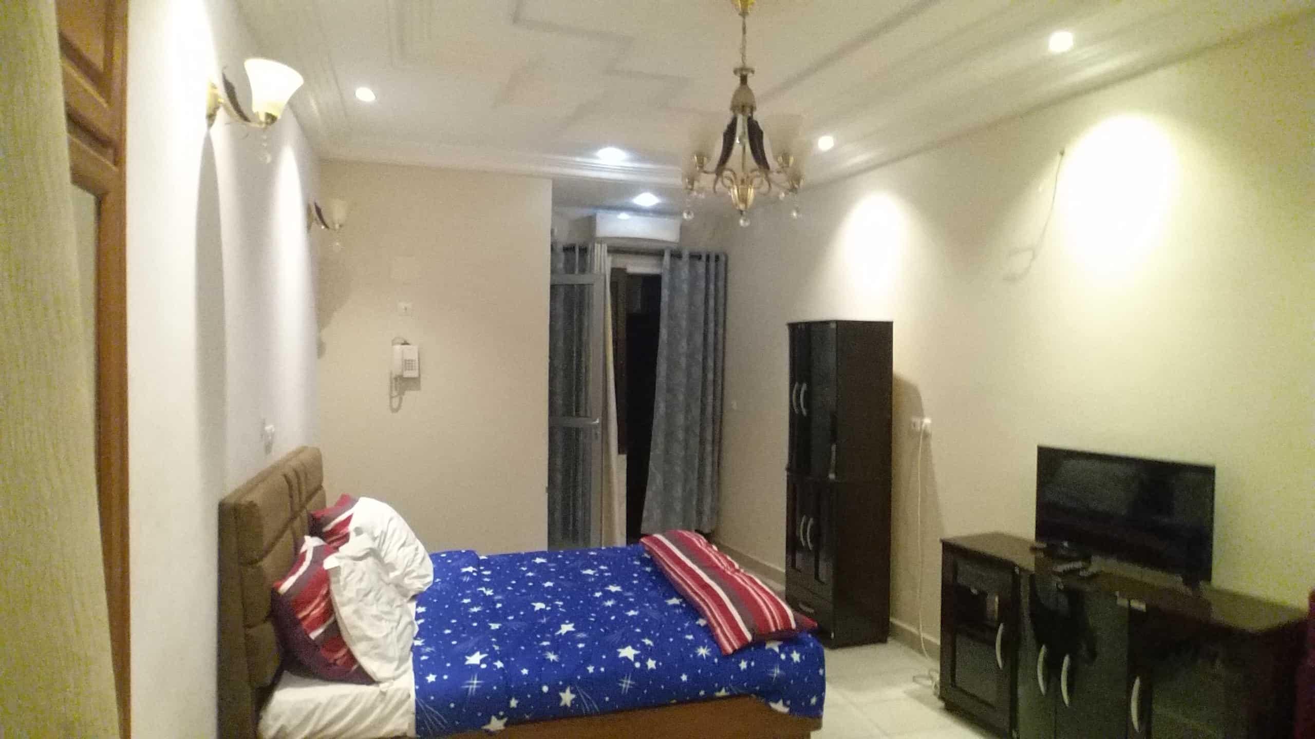 Studio to rent - Yaoundé, Mfandena, Golf (présidence) - 30 000 FCFA / month