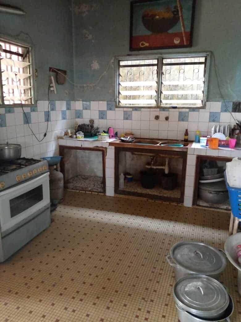 Maison (Duplex) à vendre - Douala, PK 10, Ver LA station - 2 salon(s), 5 chambre(s), 4 salle(s) de bains - 35 000 000 FCFA