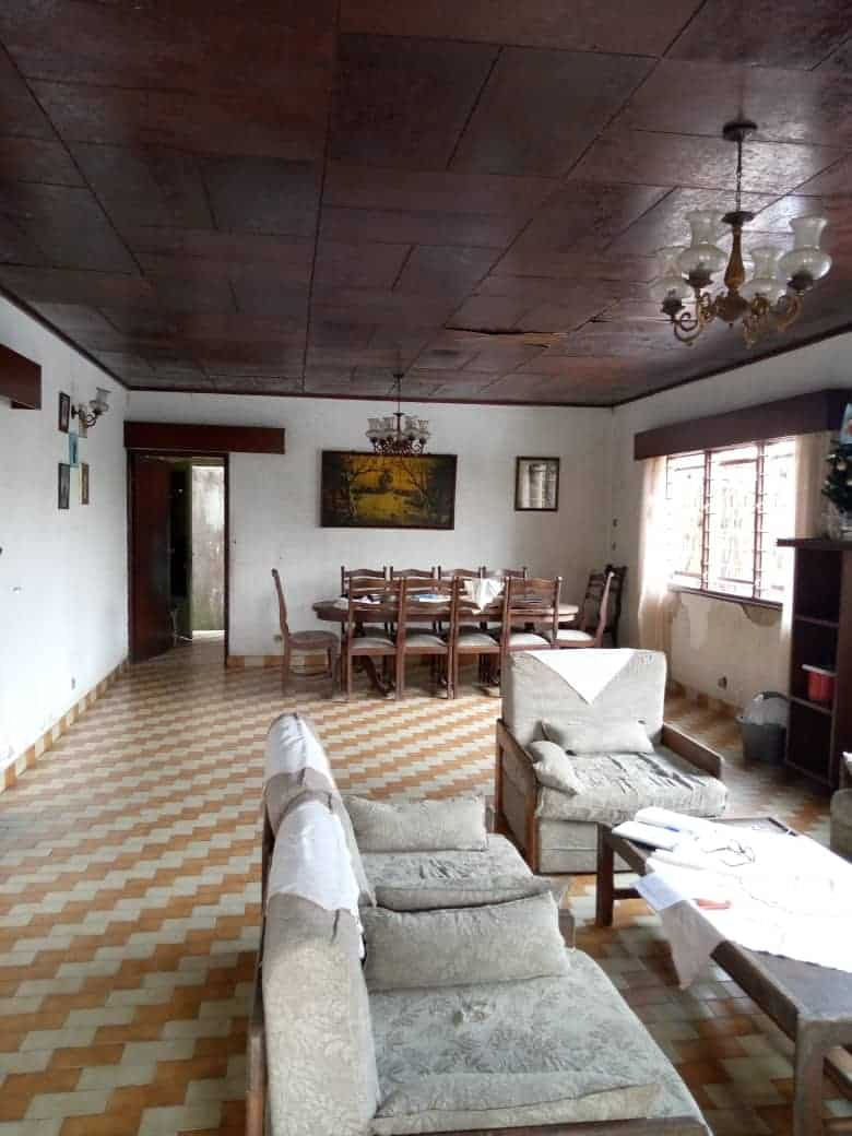 House (Duplex) for sale - Douala, PK 10, Ver LA station - 2 living room(s), 5 bedroom(s), 4 bathroom(s) - 35 000 000 FCFA / month
