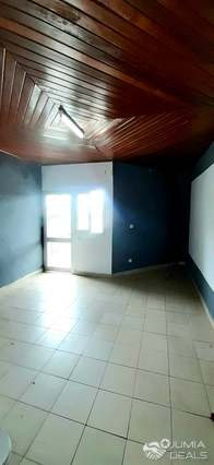 Apartment to rent - Douala, Bonamoussadi, Maison blanche - 1 living room(s), 1 bedroom(s), 1 bathroom(s) - 80 000 FCFA / month