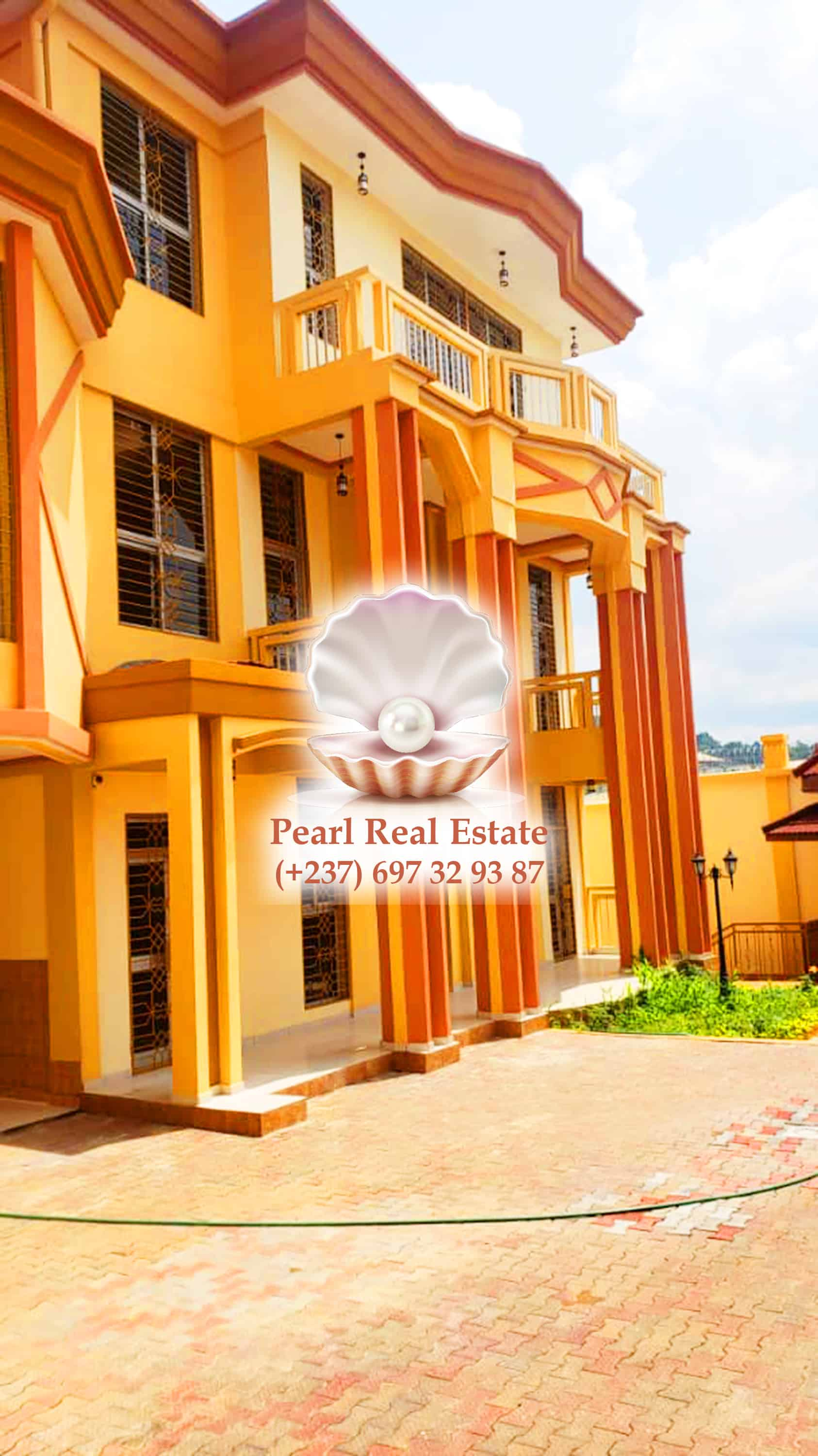 House (Duplex) to rent - Yaoundé, Bastos, Bastos - 1 living room(s), 5 bedroom(s), 2 bathroom(s) - 2 000 000 FCFA / month