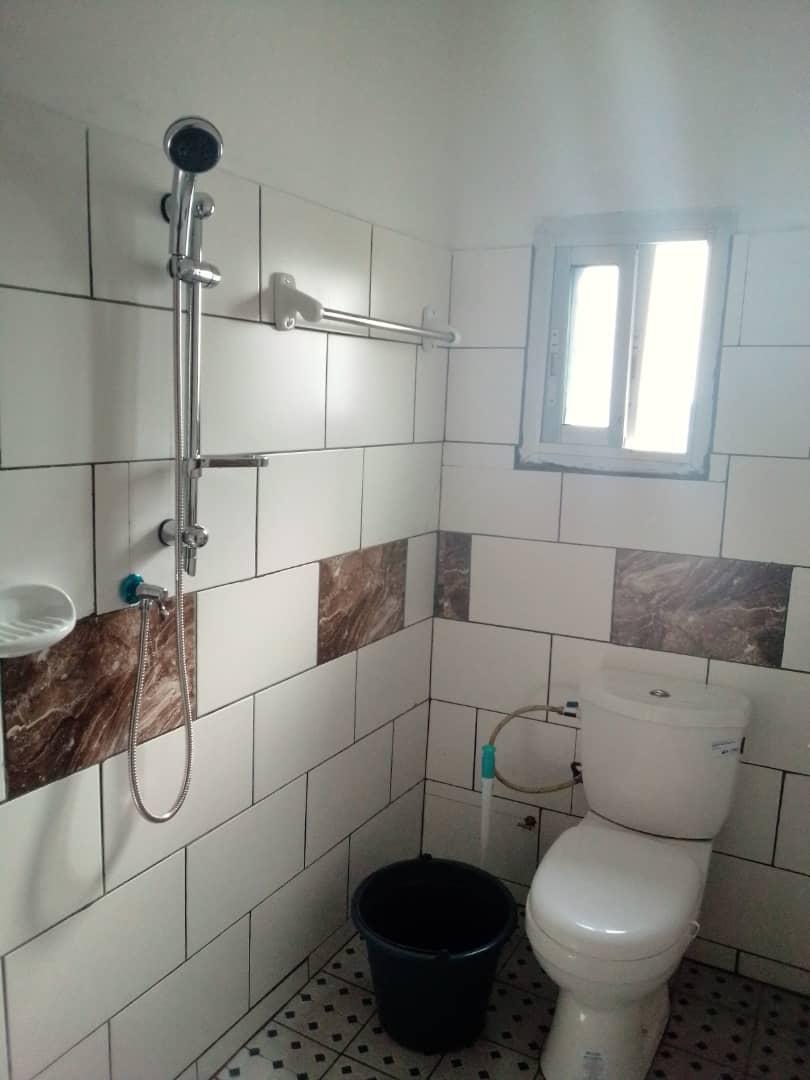 Maison (Villa) à vendre - Douala, Bangue, Kotto - 1 salon(s), 3 chambre(s), 2 salle(s) de bains - 35 000 000 FCFA