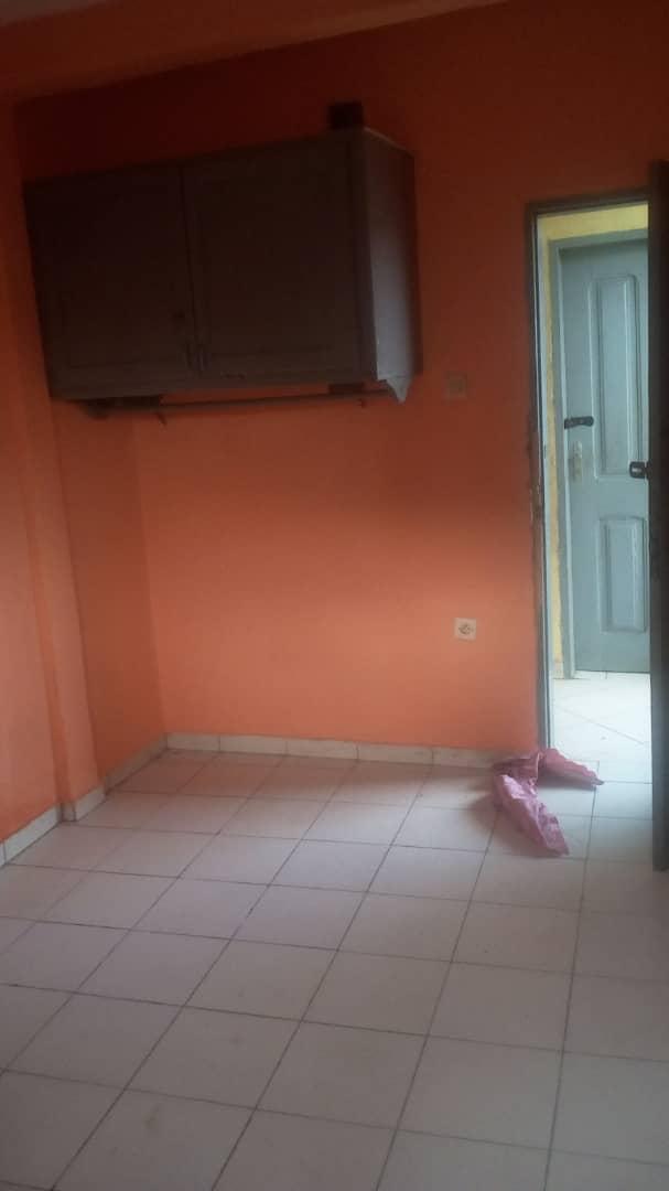 Studio to rent - Douala, Cité SIC, Ange Raphaël  - Carrefour IPAH - 25 000 FCFA / month