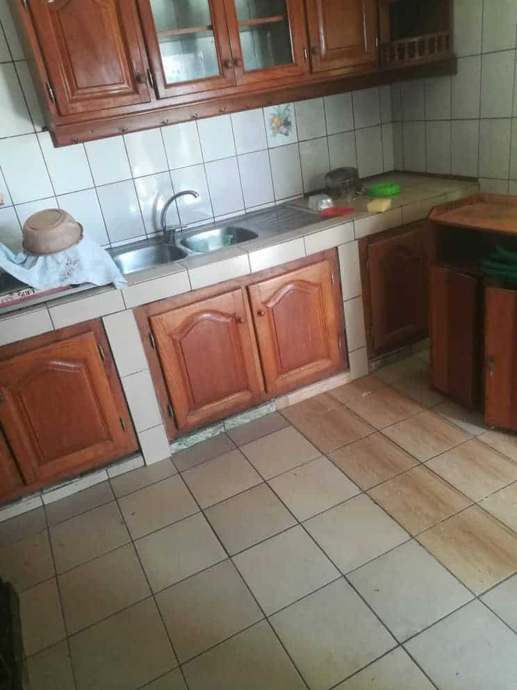 Apartment to rent - Douala, Akwa II, C'est ver Akwa nord - 1 living room(s), 3 bedroom(s), 3 bathroom(s) - 250 000 FCFA / month