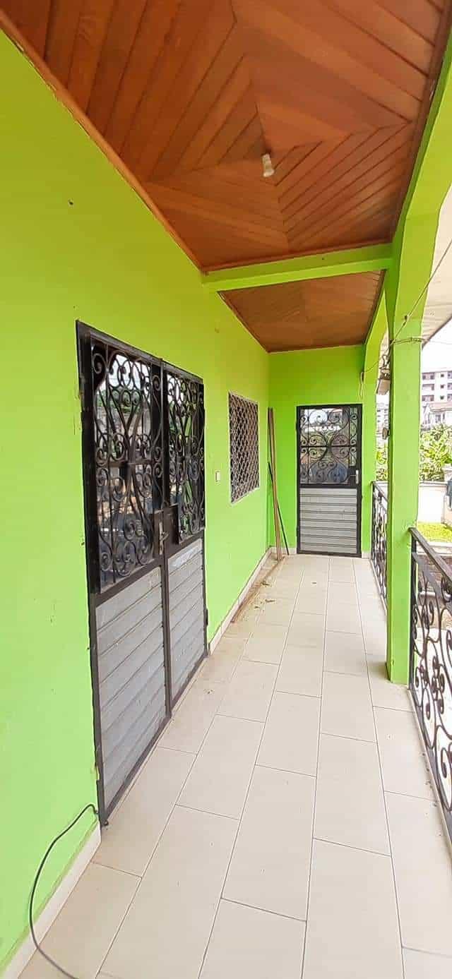 Apartment to rent - Douala, Kotto, Kotto Chefferie - 1 living room(s), 3 bedroom(s), 2 bathroom(s) - 120 000 FCFA / month