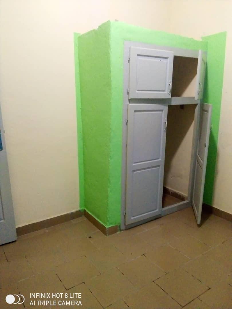Apartment to rent - Douala, Logbessou II, Ver carrefour logbessou - 1 living room(s), 3 bedroom(s), 2 bathroom(s) - 120 000 FCFA / month
