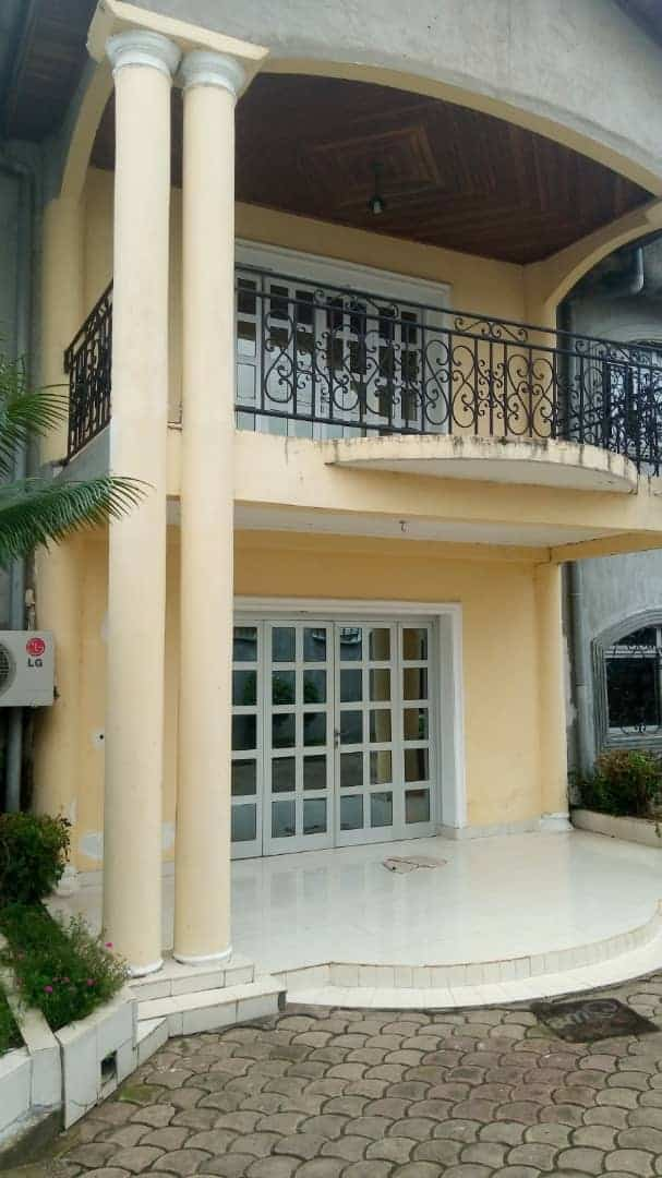 House (Duplex) for sale - Douala, Bonaberi, Ver ancien route - 2 living room(s), 4 bedroom(s), 3 bathroom(s) - 140 000 000 FCFA / month