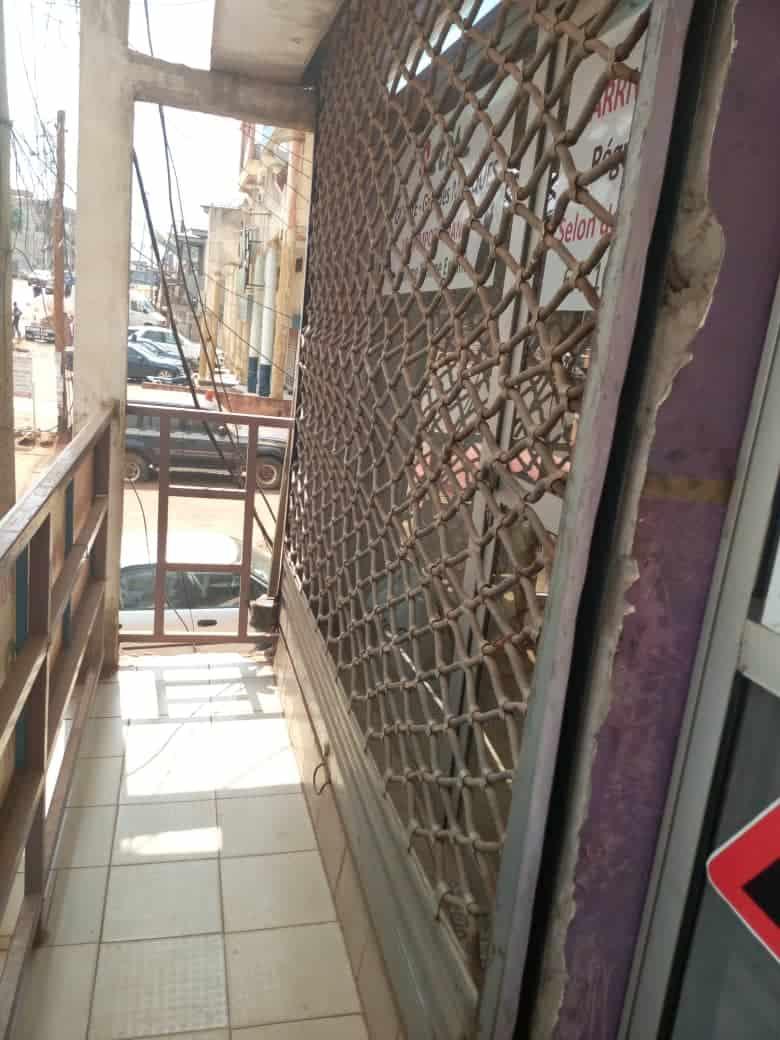 Boutique à louer à Yaoundé, Essos, Essos - 75 m2 - 150 000 FCFA