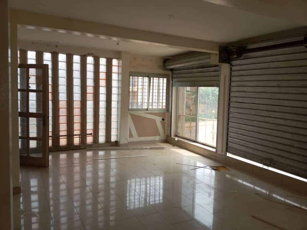 Boutique à louer à Yaoundé, Elig-essono, Mahima - 80 m2 - 200 000 FCFA